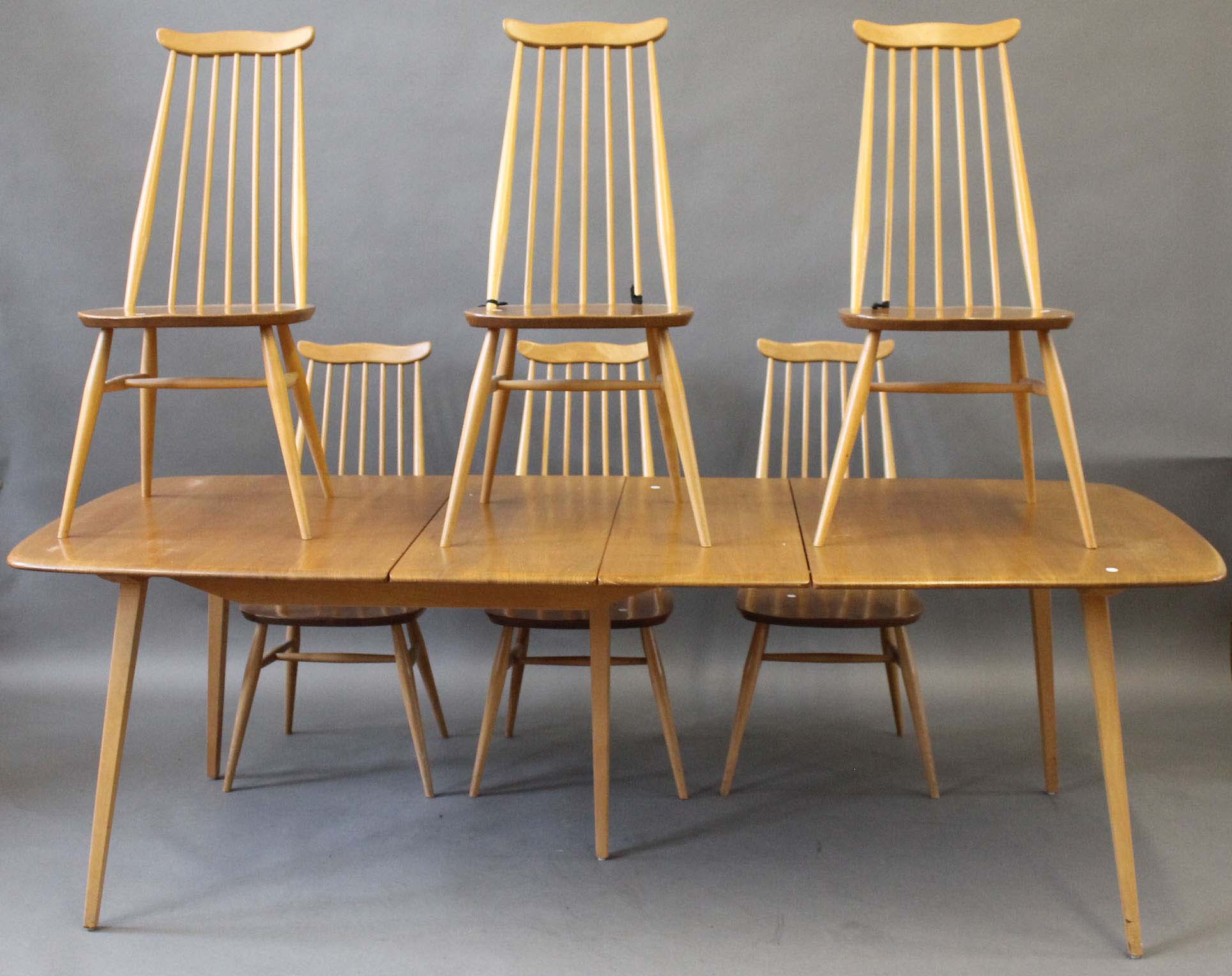 An ercol grand windsor dining suite comprising extending for Table 8 beeston