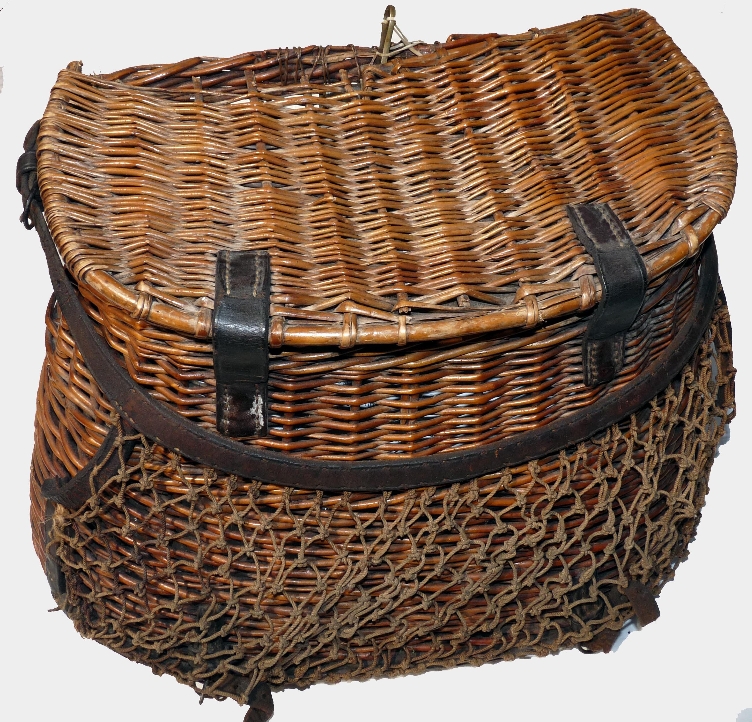 Creel hardy the perfect creel willow fly fishing basket for Fly fishing creel