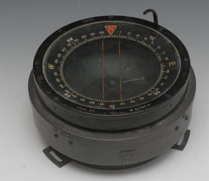 Militaria, World War Two, R A F  type P4 aeronautical compass, No