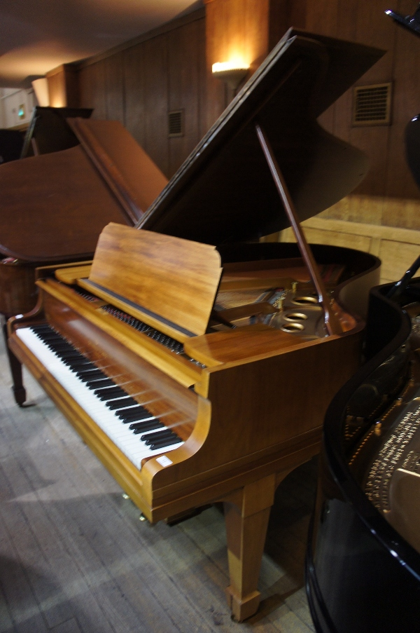 Lot 12 - Steinway (c1914) A 5ft 10in Model O grand piano in a rosewood case on square tapered legs.