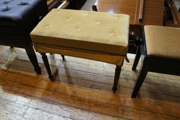 Lot 14 - Piano Stool An adjustable piano stool.