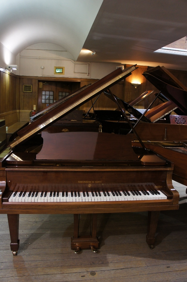 Lot 18 - Steinway (c1930)  A 5ft 7in Model M grand piano in a mahogany case on square tapered legs.