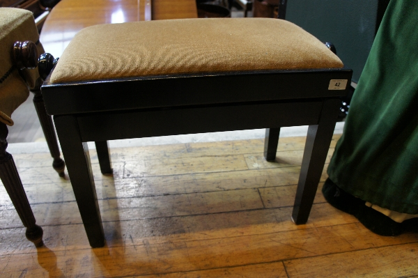Lot 42 - Stool A concert adjustable piano stool.