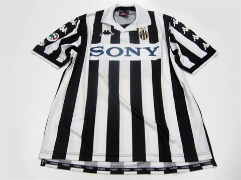 online retailer 17556 f3fda Gianluca Zambrotta: a black & white striped Juventus No.23 ...