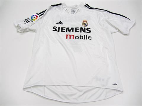 hot sale online dd9a8 90cc7 Ronaldo [Luis Nazario de Lima]: a white Real Madrid No.9 La ...