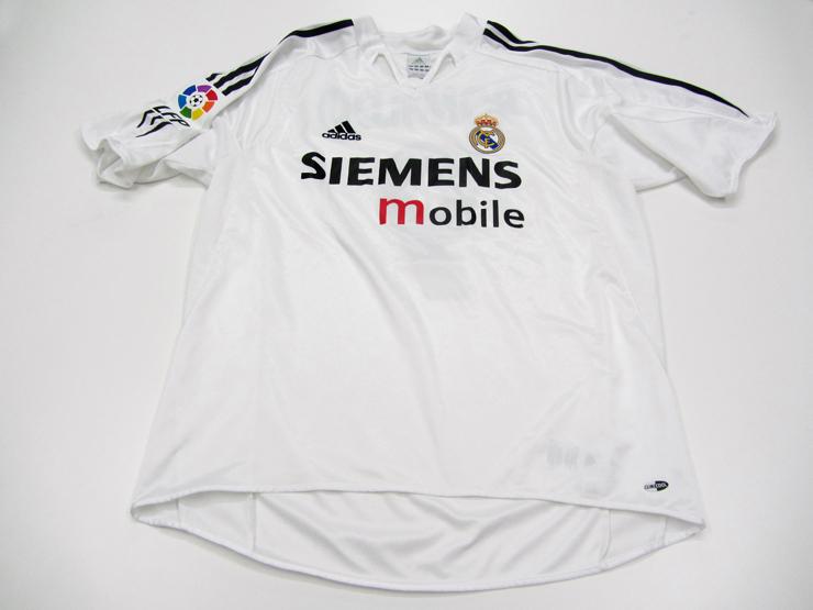 hot sale online 8d627 3787b Ronaldo [Luis Nazario de Lima]: a white Real Madrid No.9 La ...