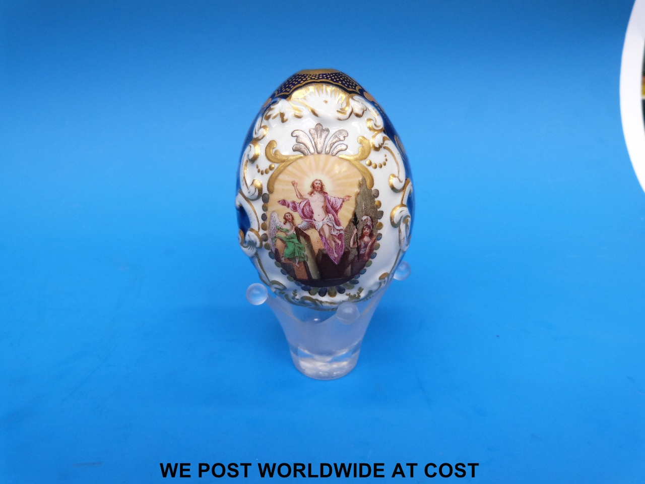 Lot 1021 - A 19thC Russian porcelain relief moulded Easter egg with the resurrection of Christ painted to one