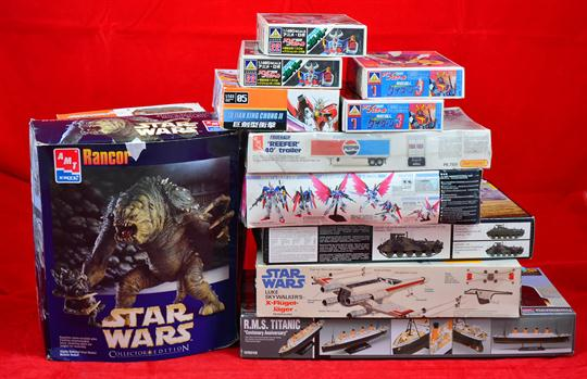 16 x model kits: AMT ERTL 8171 Star Wars Rancor vinyl model kits