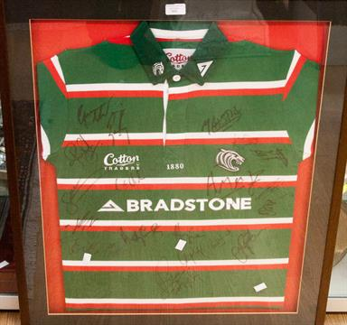 A team signed Leicester Tigers (Rugby) shirt dd662e7d5
