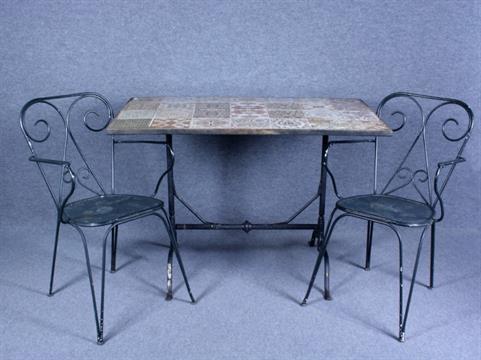 Due poltrone e un tavolo in ghisa cm con piano
