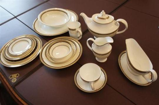 & Royal Doulton `Baroness` pattern dinner service
