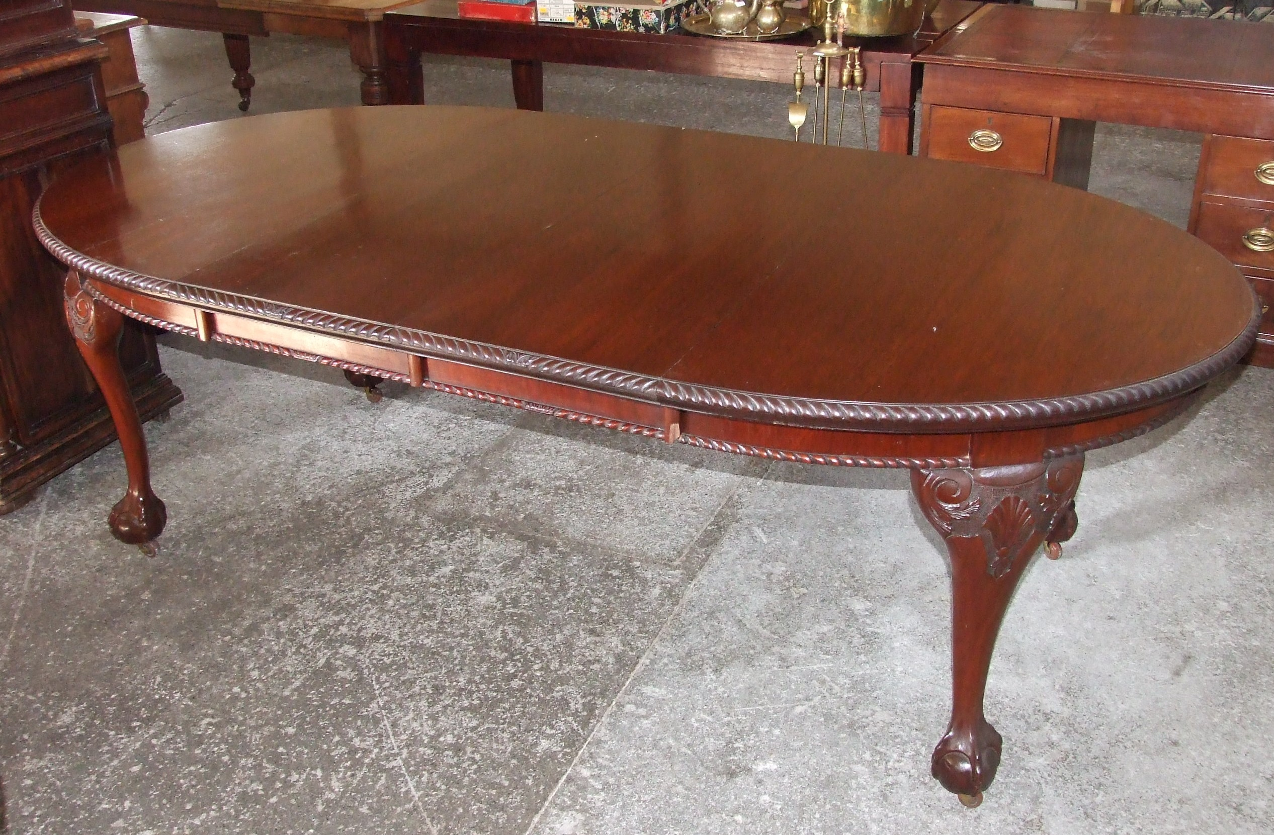 Edwardian Mahogany Oval Extending Dining Table with 2 leaves