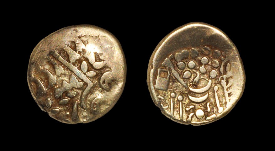Celtic Early Uninscribed Series - Chute Type - Gold Stater 1st century BC. Obv: degraded Apollo