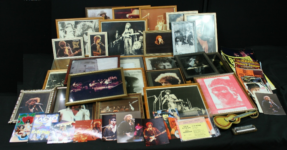 Lot 80 - BOB DYLAN - collection of memorabilia to include 20 x various framed prints, 2 x mirrors, 12 x