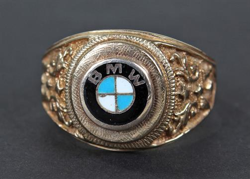 9 carat gold BMW gents ring, the band set with enamel BMW