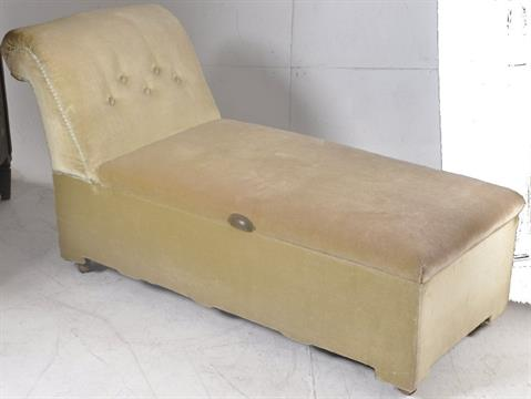 A 1930u0027s Art Deco chaise longue ottoman / day bed. Angular velour upholstered frame having reclin : chaise longue plural - Sectionals, Sofas & Couches