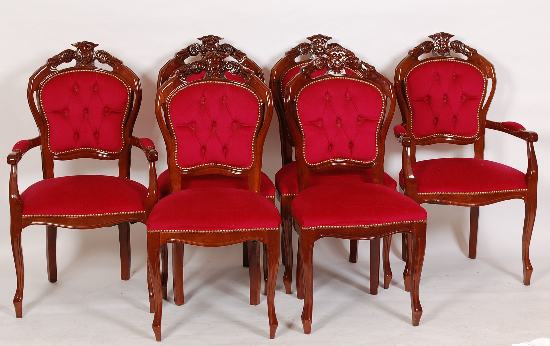 A set of 6 Italian Rococo dining chairs raised on shaped legs with