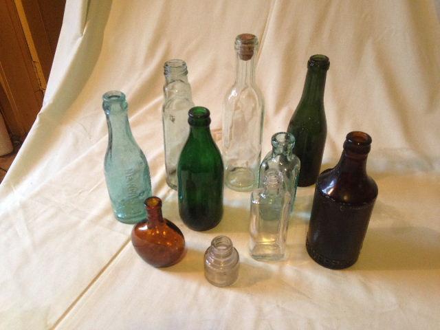 Old Glass Bottles Part - 22: Lot 153 - 10 OLD GLASS BOTTLES (VARIOUS) INC. SCHWEPPES 1922 BOTTLE