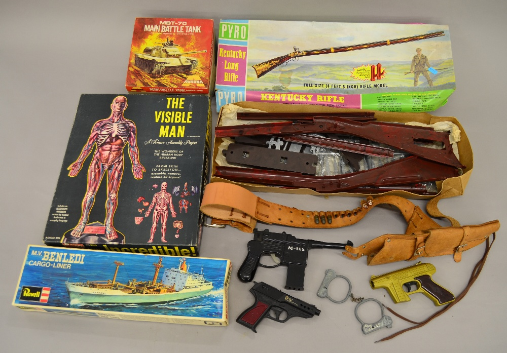 Model kits (4): Includes Kentucky Long Rifle by Pyro (poor