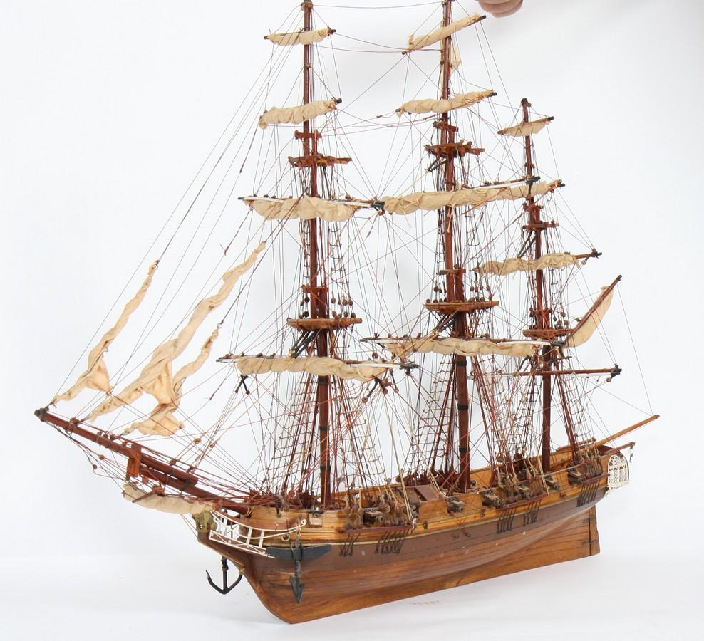 maquette de bateau repr sentant un vaisseau 3 mats fr gate la coquille en bois m tal et tiss. Black Bedroom Furniture Sets. Home Design Ideas