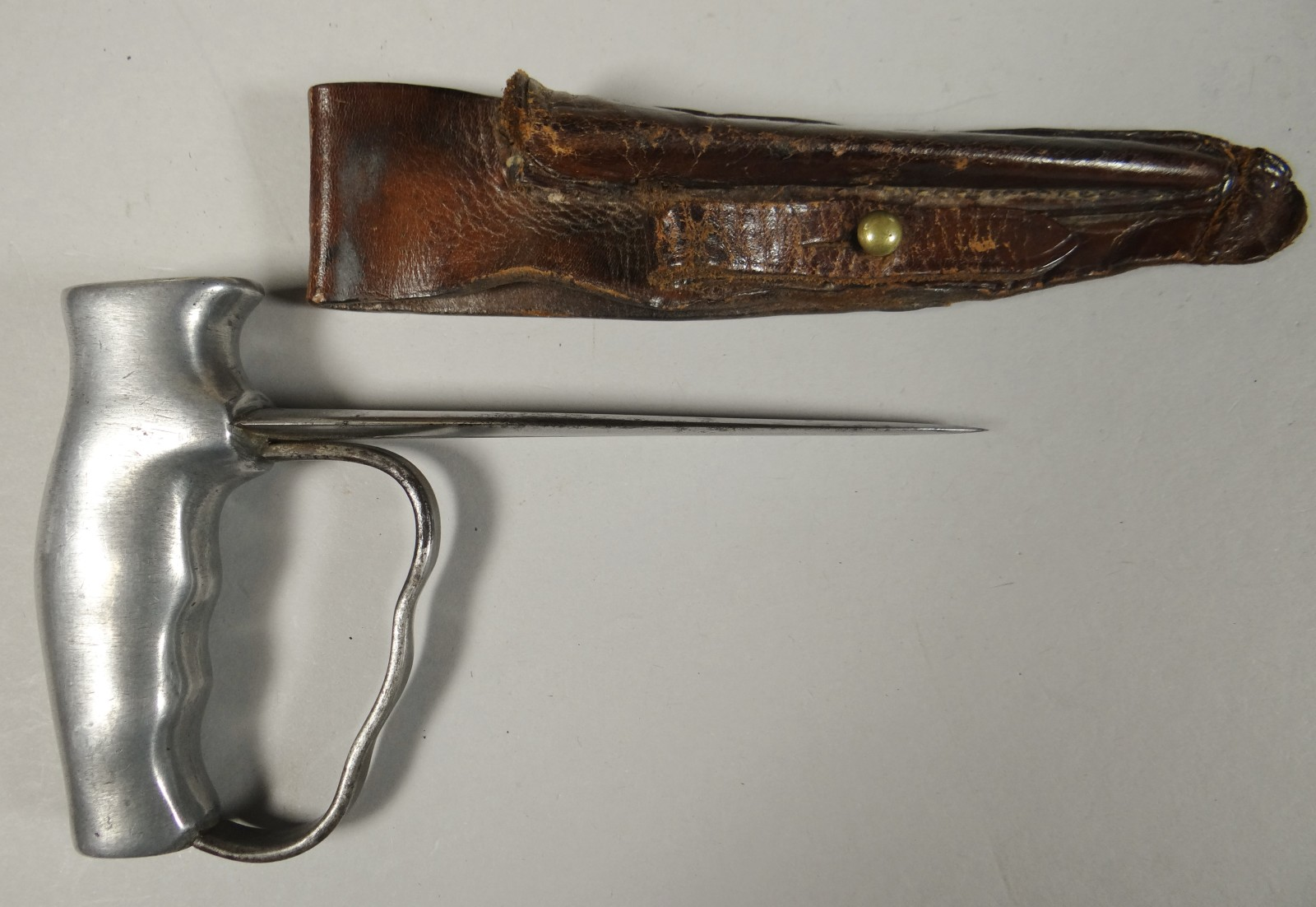 Original and rare WWI Robbins Dudley Fighting knife/push dagger in leather scabbard