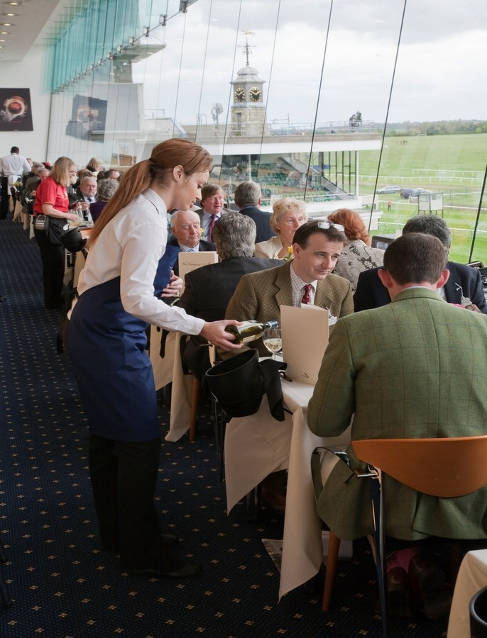 Lot 19 - The Premier Newmarket day out - For four people to enjoy the Premier Experience at Newmarket