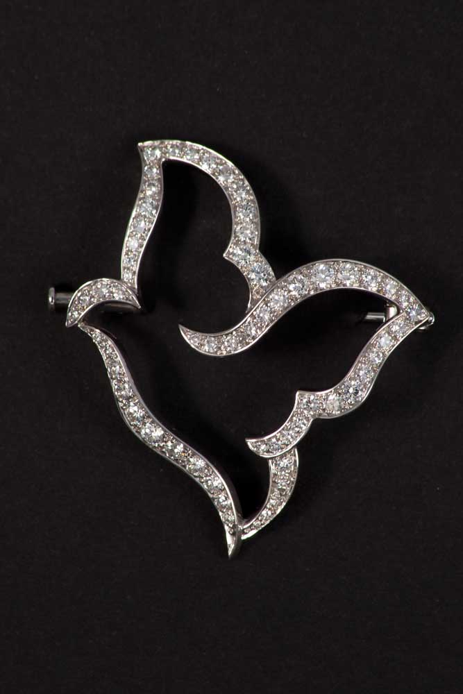VAN CLEEF & ARPELS: Paloma Picasso brooch White gold brooch symbolizing a dove set with diamonds