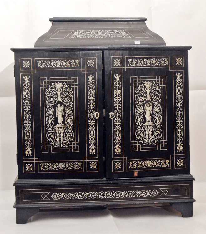 Florence School (Italy second half of 18th century). An important Coin Cabinet, ebonized wood with