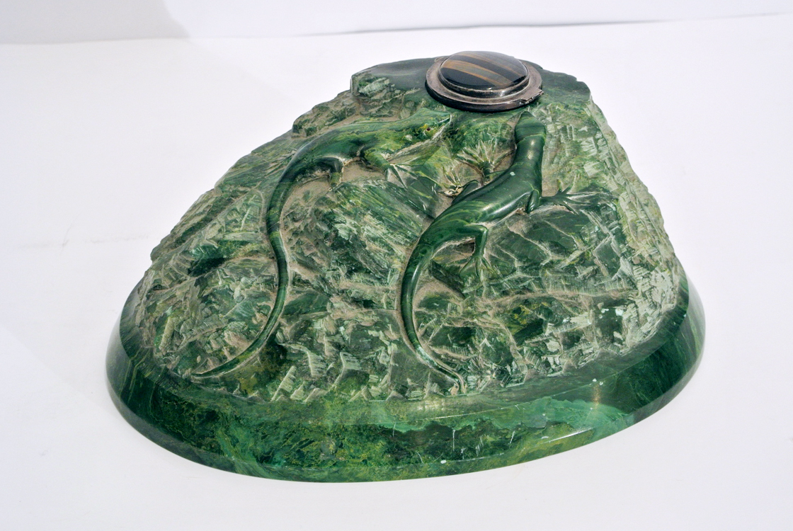 Central Europe School 20th century. A fine malachite carved inkwell depicting two lizards, with