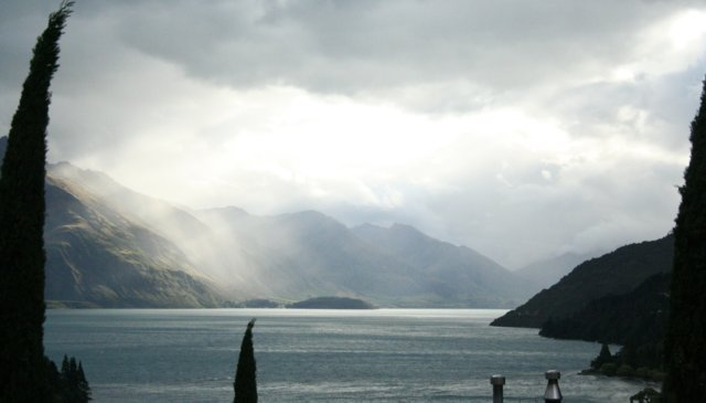 Spacious Townhouse with views  - 5 mins walk to centre of Queenstown