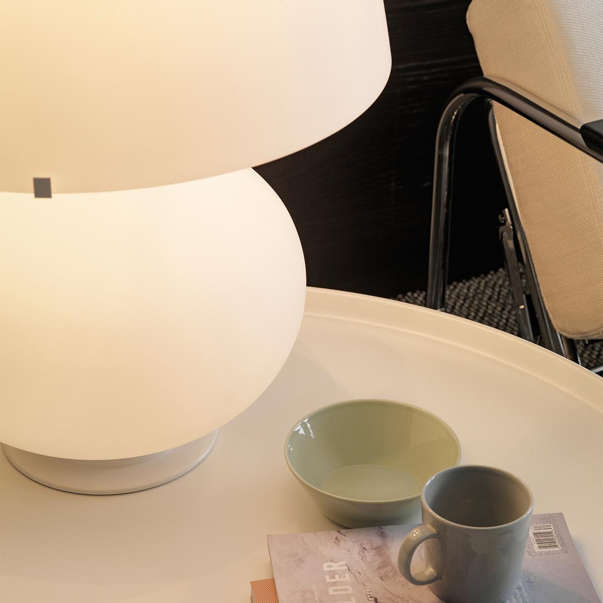 Lampada da tavolo fontana grande by fontanaarte lovethesign for Lampada da tavolo grande