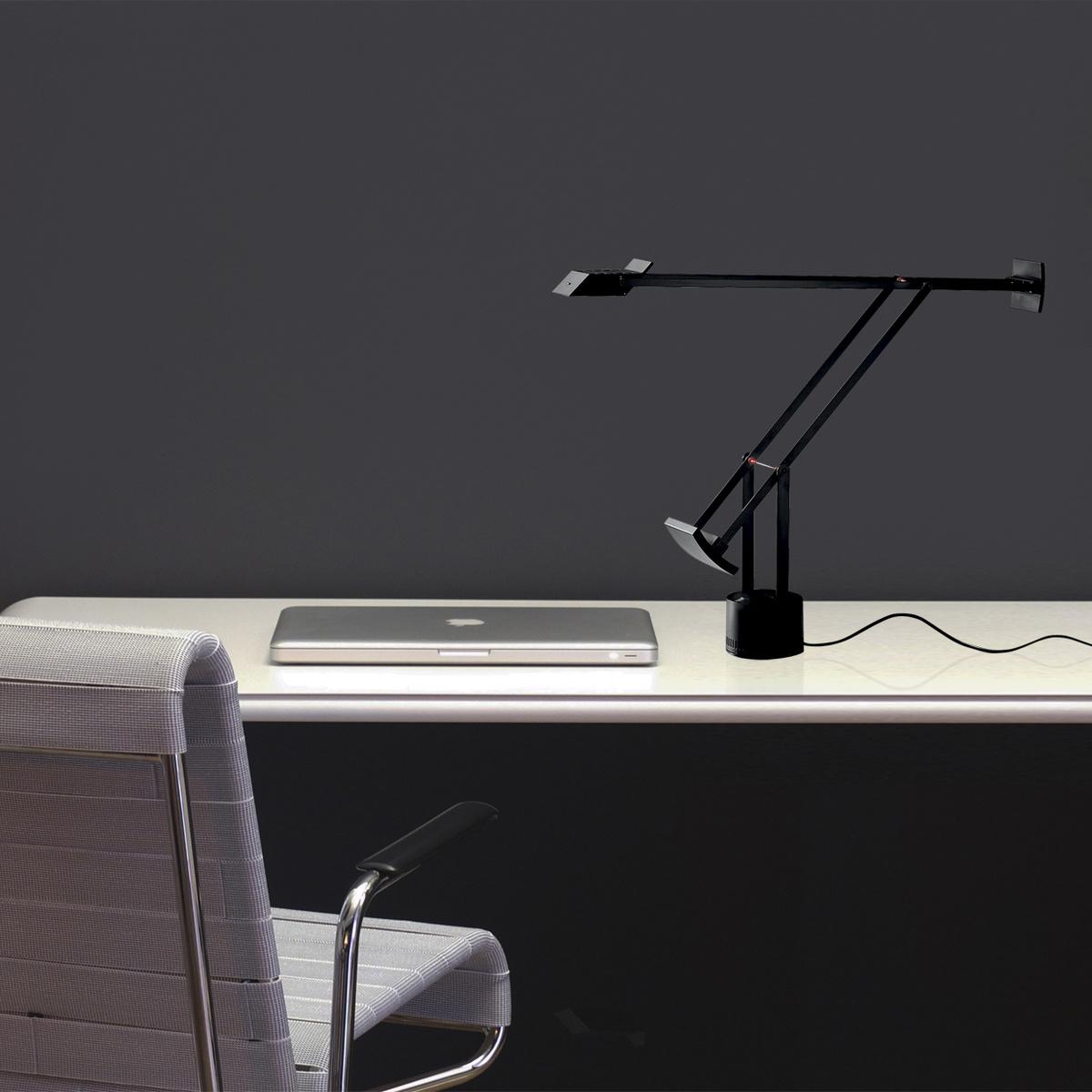 Lampada da tavolo tizio by artemide lovethesign - Lampada tavolo artemide ...