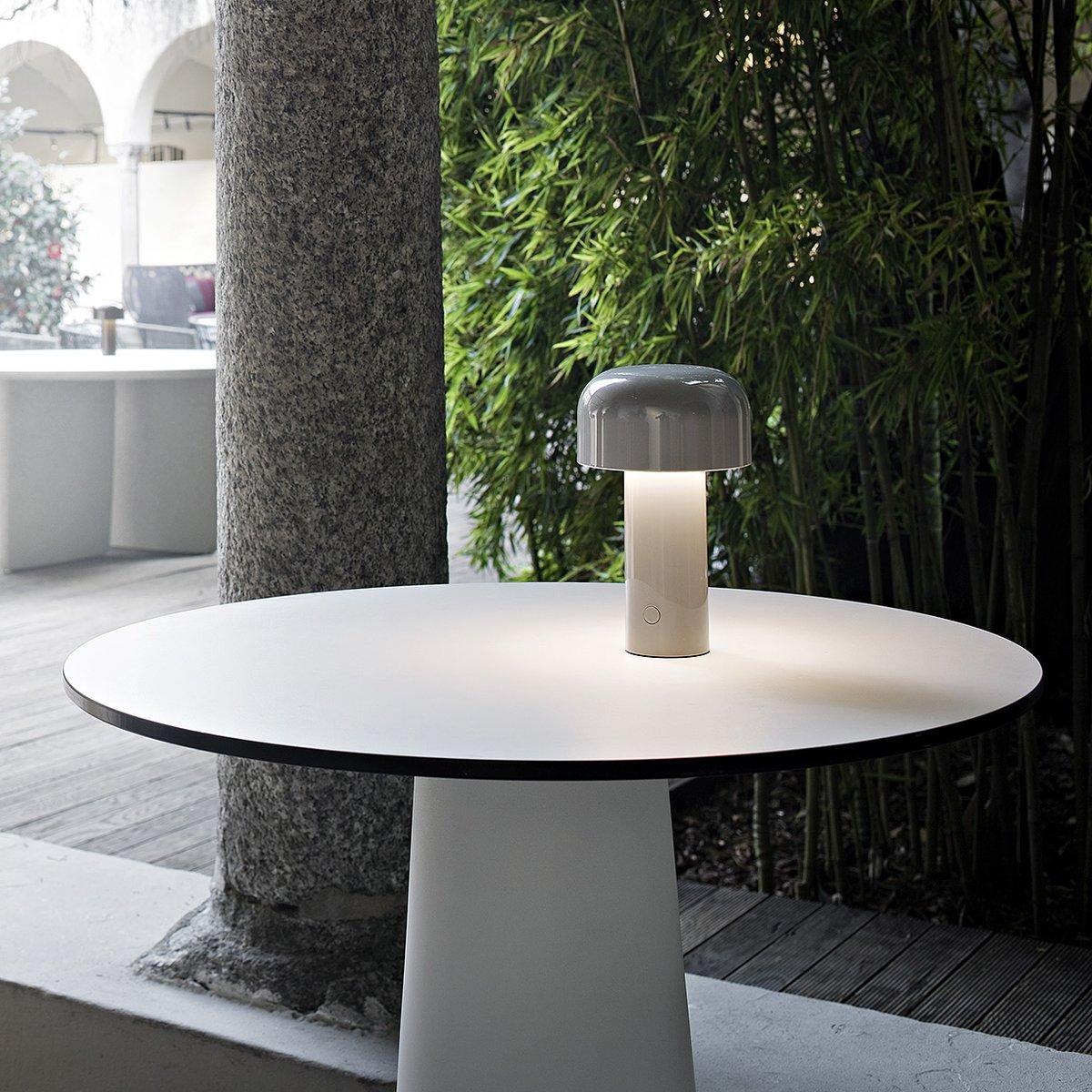 Lampada da tavolo bellhop led portatile e ricaricabile by flos lovethesign - Lampada led da tavolo ricaricabile ...