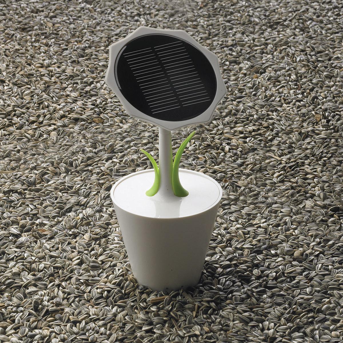 Sunflower solar charger by xd design lovethesign for Xd garden design