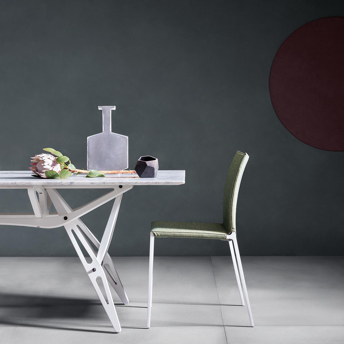 Tavolo reale con piano in marmo by zanotta lovethesign - Tavolo piano marmo ...