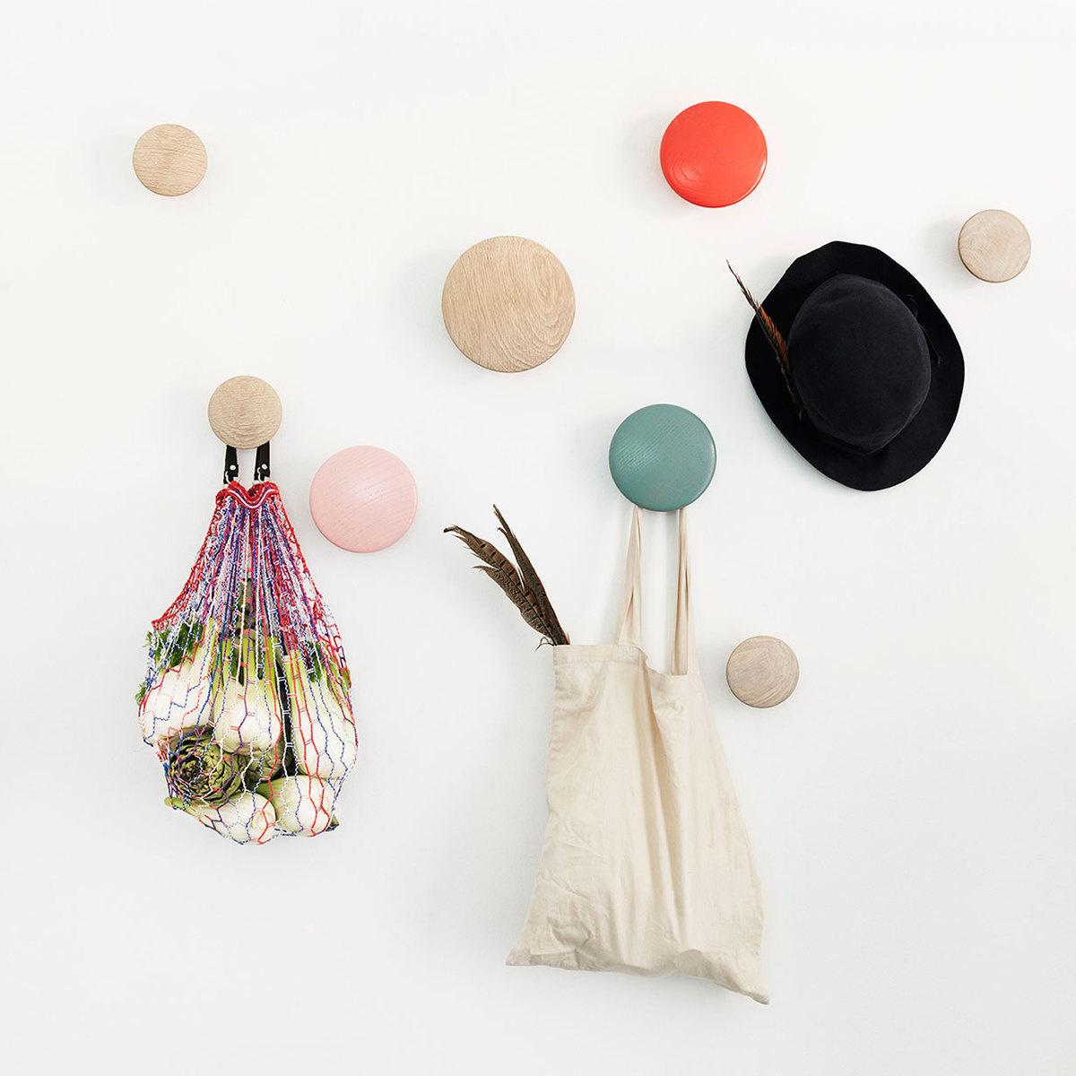 Pomelli Appendiabiti Colorati.Set Di Appendiabiti The Dots By Muuto Lovethesign