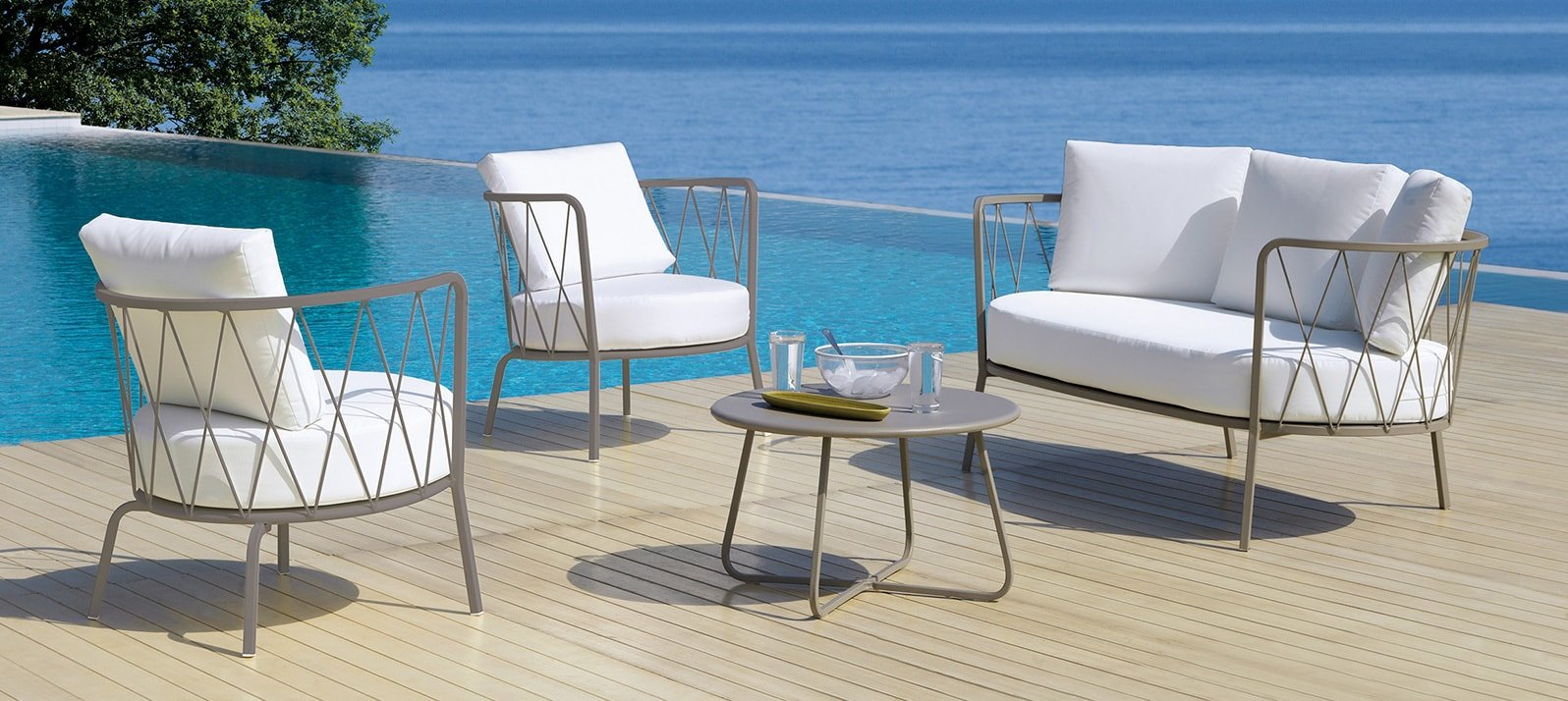The ready to ship outdoor decor by Vermobil