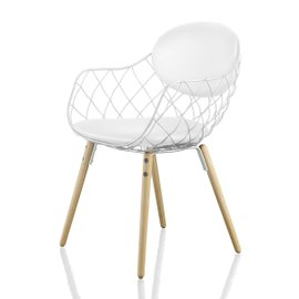 Piña chair with leather cushions and ash wood legs