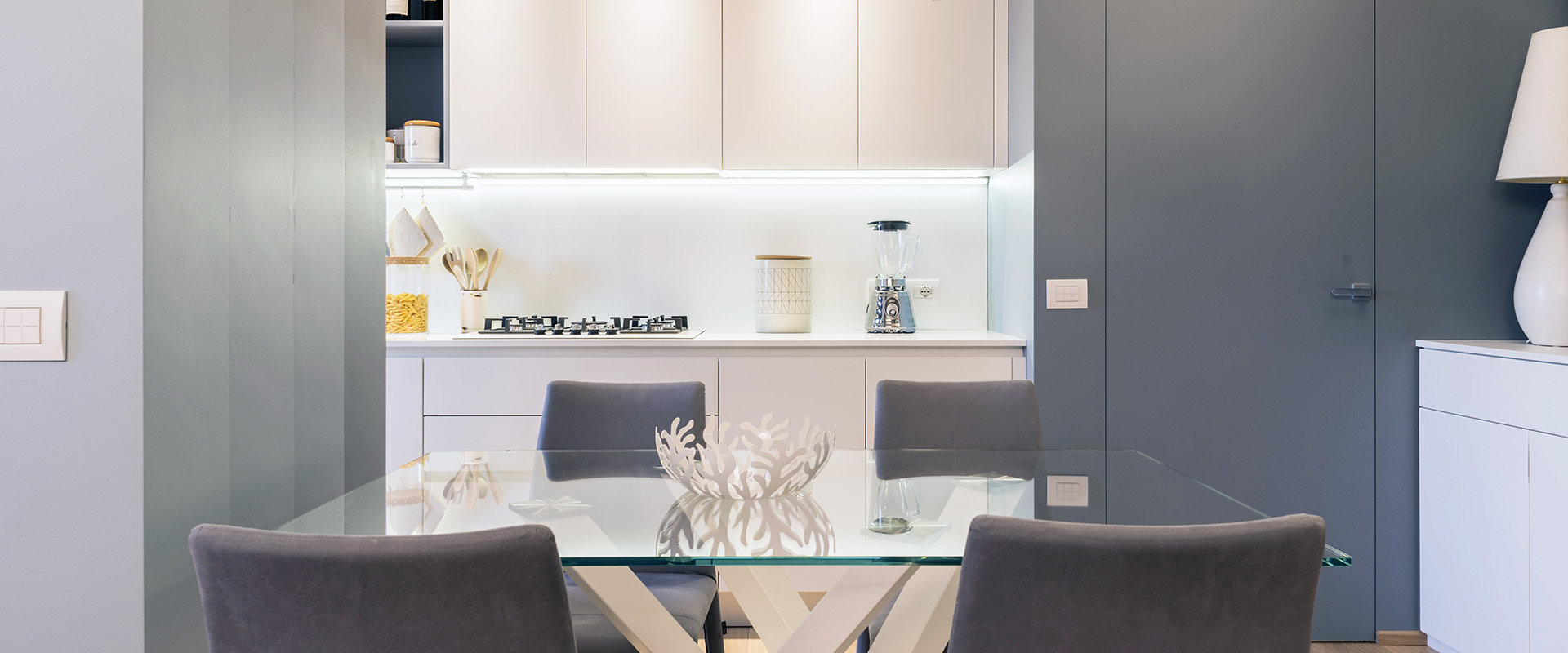 Il blu che mette tutti d accordo consigli per rinnovare for Casa artigiana progetta il maestro del primo piano