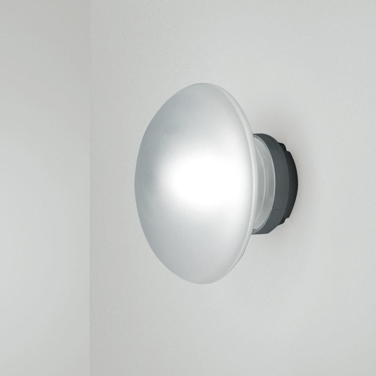 Lampada da parete sillaba by fontanaarte lovethesign for Sillaba fontana arte