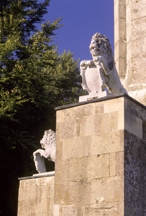 The Cobham Monument at Stowe, showing two lions