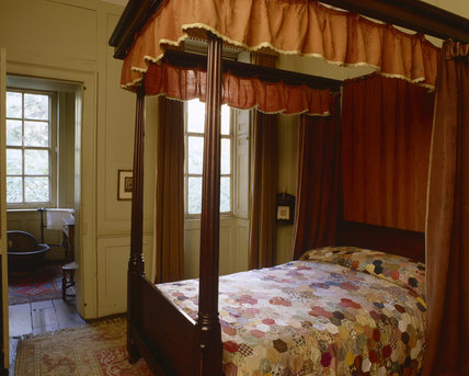 The four poster bed in Mrs Carlyle's Bedroom at Carlyle's House, 24 Cheyne Row, London, the home of writer Thomas Carlyle and his wife from 1834 to 1881