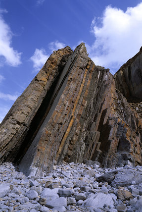 Close-up of the fault line cliffs rising up from the beach at Sandy Mouth in Cornwall
