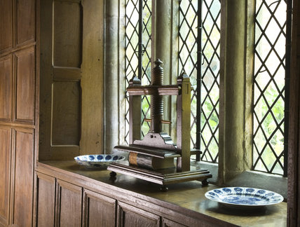 A Georgian book press and two Chinese export plates on the windowsill of the Upper Landing at Baddesley Clinton, West Midlands