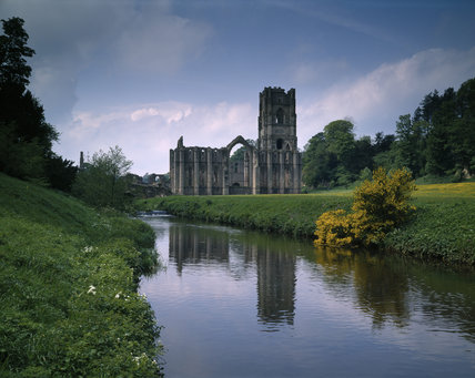 The river Skell winds its way past Fountains Abbey on beautiful spring day