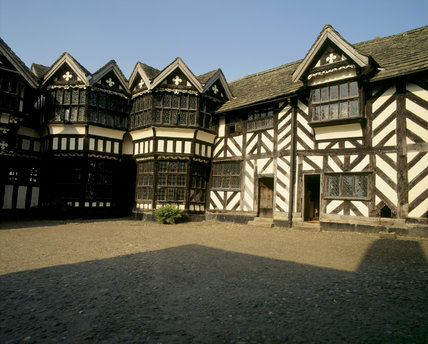 Timbered tudor house & courtyard, Little Moreton Hall
