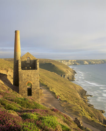 Towanwroath Shaft engine house, now ruinous but once housing a Cornish beam engine used to pump water from Wheal Coates mine on the cliffs near St Agnes