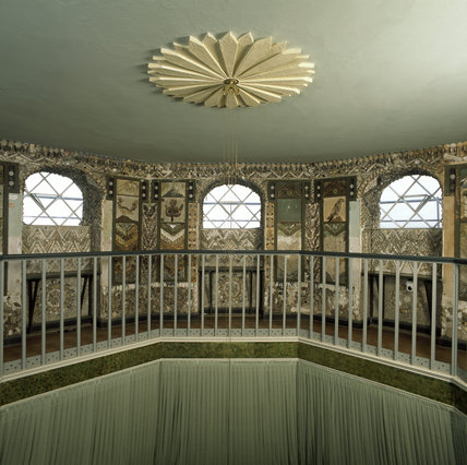 The Shell Gallery at A la Ronde, showing a zig-zag shell frieze above a clerestory of eight diamond-paned windows with shell encrusted recesses