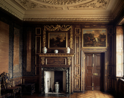 Previously the library, this room was converted into the Queen's antechamber in 1673-4