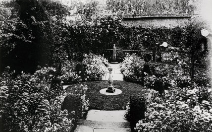 View of the White Garden at Hidcote in 1910 with a sundial in the centre of a circle of lawn